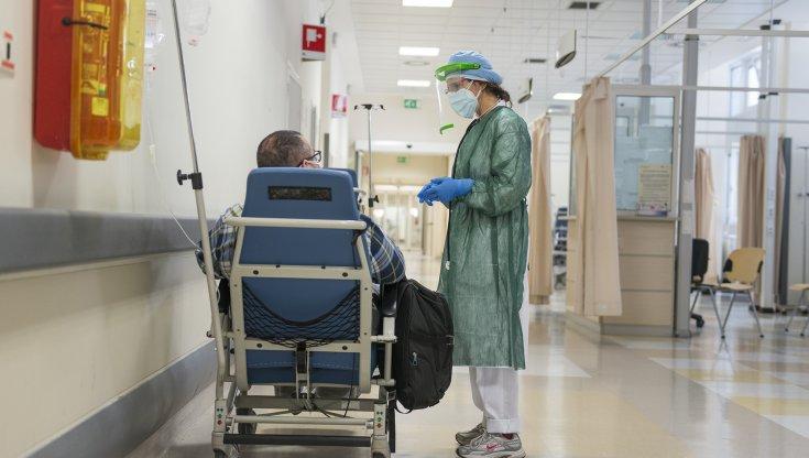 rovigo,-focolaio-in-ospedale.-contagiati-22-pazienti-e-quattro-operatori-sanitari-che-avevano-rifiutato-il-vaccino