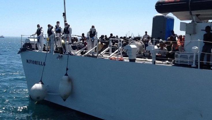 migranti,-la-ocean-viking-approdera-al-porto-di-augusta:-a-bordo-in-422,-8-positivi-al-covid