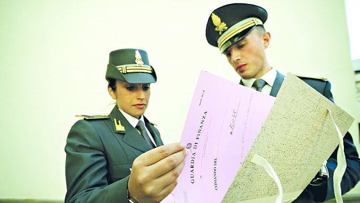 """palermo,-la-finanza-scopre-cinquanta-boss-e-95-familiari-col-reddito-di-cittadinanza.-dal-""""re""""-della-kalsa-ai-manager-dei-clan"""