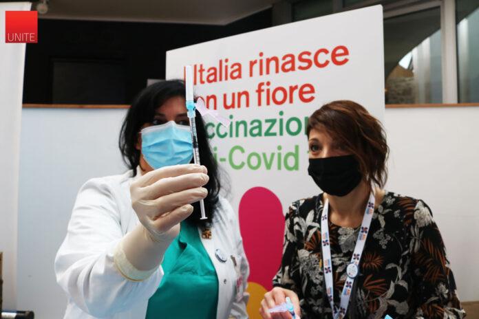 covid,-primo-giorno-di-vaccini-all'universita-di-teramo-foto