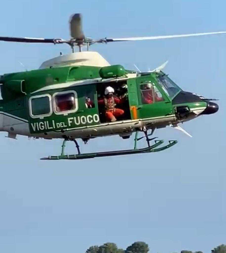 video-|-roseto,-recuperata-con-l'elicottero-dei-vigili-del-fuoco-coppia-di-escursionisti-bloccata-nei-pressi-dell'ex-fornace