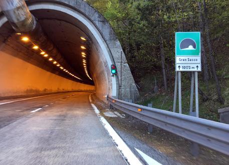 a24:-chiusure-notturne-traforo-del-gran-sasso-in-direzione-l'aquila-roma