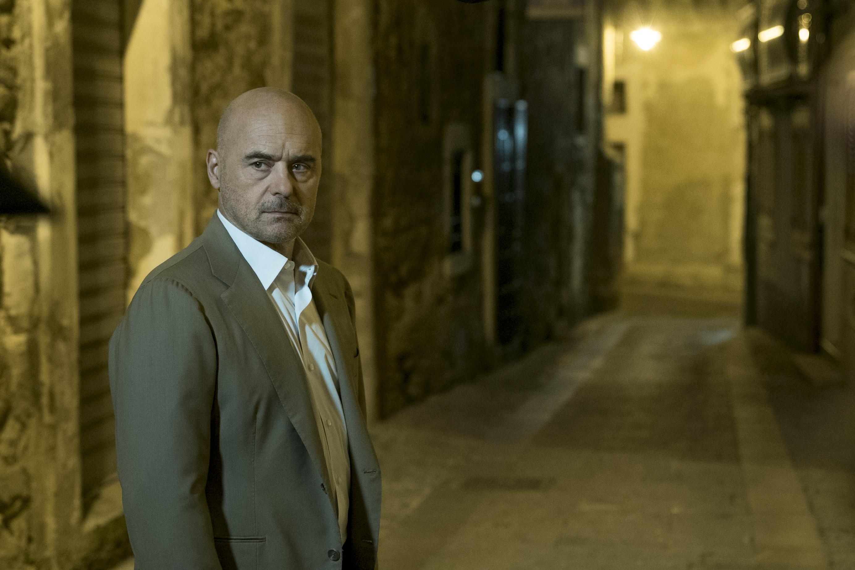 il-commissario-montalbano-–-il-metodo-catalanotti,-la-conferenza-stampa-in-diretta