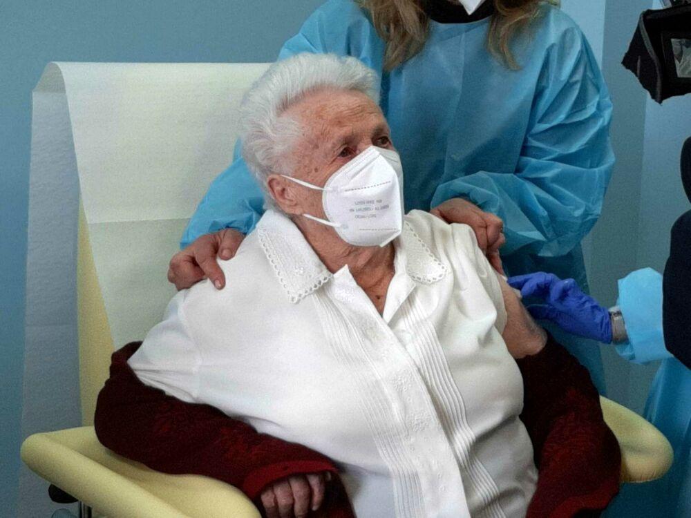 video-–-vaccinata-a-103-anni:-la-super-nonna-emma-mattioli-riceve-la-sua-prima-dose