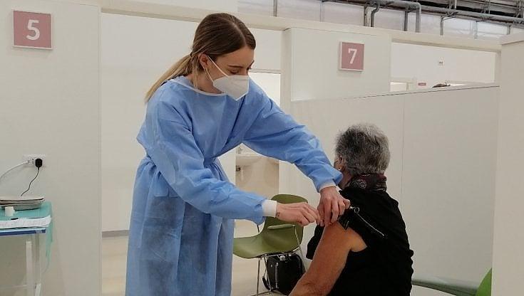 """""""vaccinate-in-casa-il-piu-possibile,-svuotate-i-frigoriferi"""":-da-emiliano-e-lopalco-l'appello-ai-medici-di-base"""