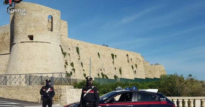 violano-il-coprifuoco-e-per-non-pagare-la-multa-sfidano-i-carabinieri-all'inseguimento