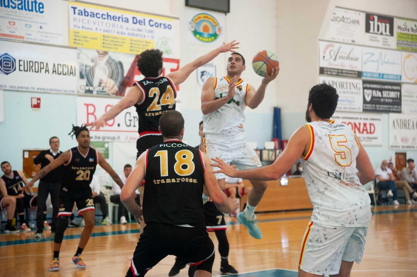 basket-b,-la-globo-giulianova-cede-all'over-time-alla-corazzata-vicenza-(90-92)