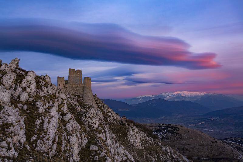 tra-castelli-e-fortezze,-abruzzo-terra-di-storia-e-leggende:-10-luoghi-da-visitare