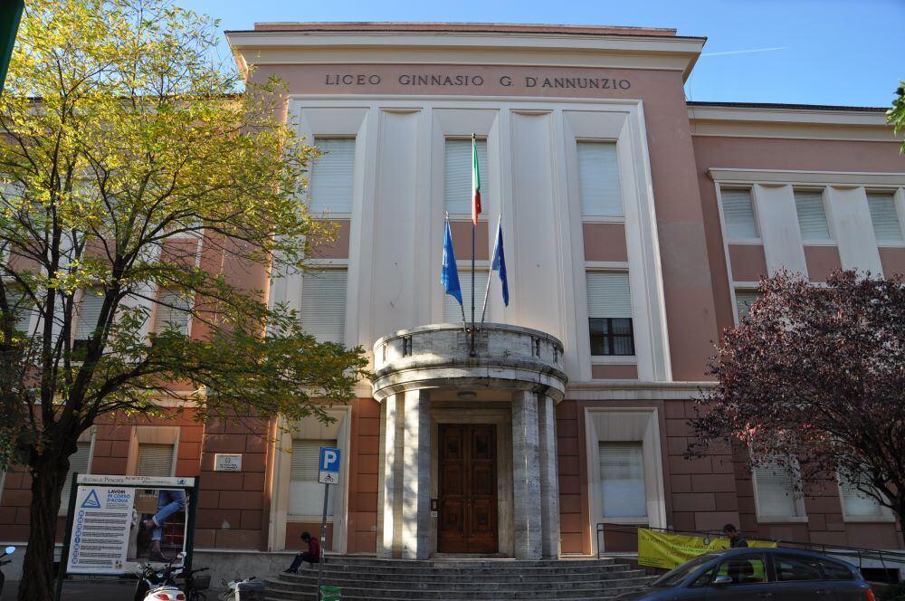 """over-65-a-scuola-di-web-al-liceo-d'annunzio,-laboratori-associazione-""""domenico-allegrino"""""""