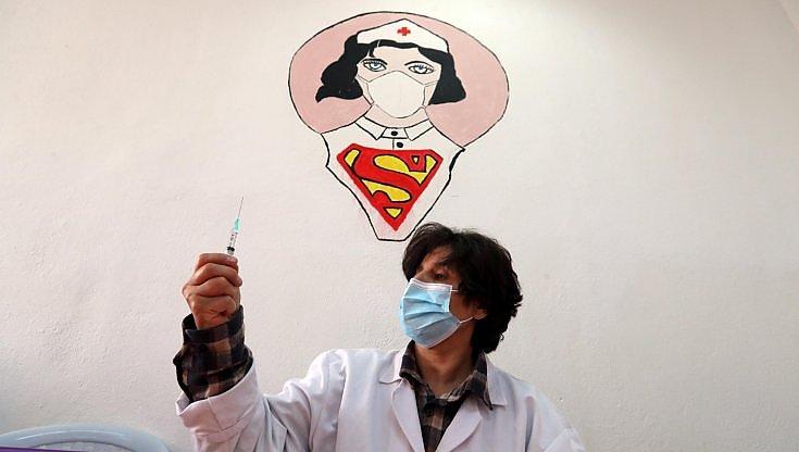 """intervista-al-pediatra-rocco-russo:-""""ora-i-vaccini-in-classe.-per-rassicurare-i-bambini-pensiamo-a-spot-con-i-supereroi"""""""