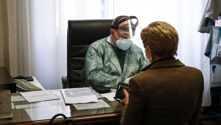 coronavirus-in-italia,-bollettino-di-oggi-19-maggio:-5.506-i-nuovi-positivi-e-149-vittime,-tasso-positivita-stabile-all'1,9%