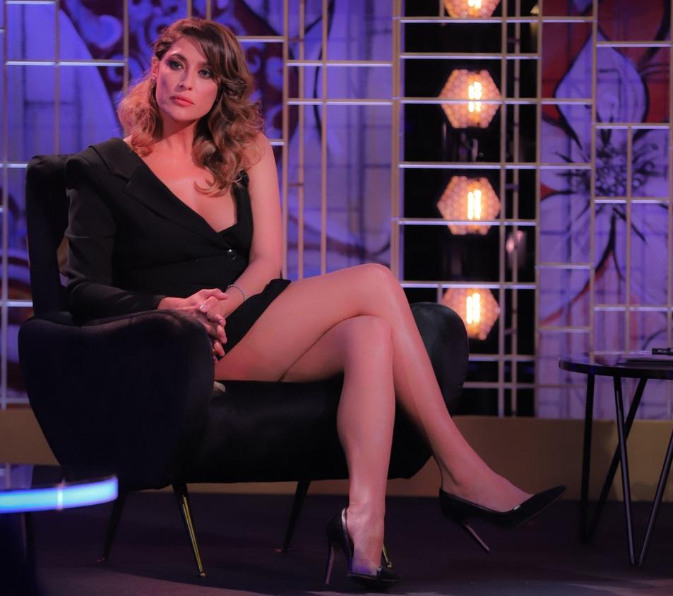 elisa-isoardi-sexy-in-tv,-la-minigonna-lascia-senza-fiato-–-foto