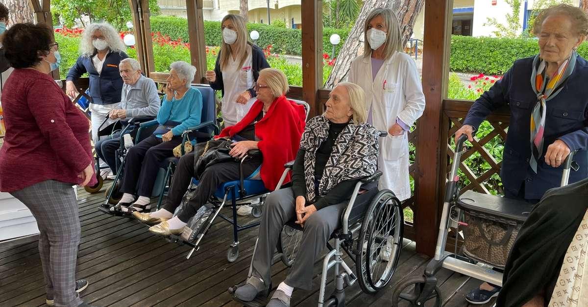 case-di-riposo,-ripartitele-visite-agli-anziani-ospiti