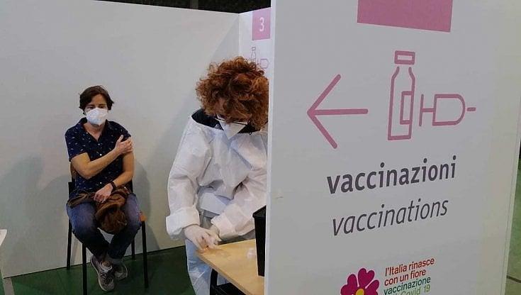 covid,-in-puglia-a-un-passo-dai-2-milioni-di-dosi-somministrate.-finora-vaccinato-il-32%-degli-under-60