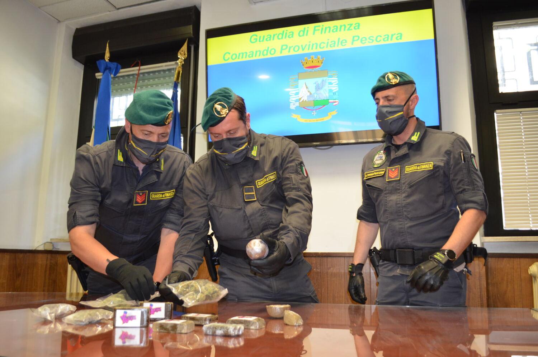 pescara:-detiene-in-casa-oltre-un-chilo-di-hashish-e-170-grammi-di-marijuana,-arrestato-trentottenne