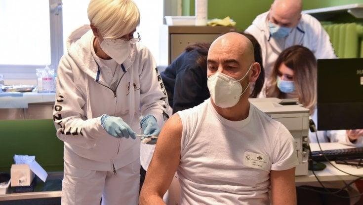 """matteo-bassetti:-""""a-genova-ricoverati-gravi-per-covid-due-anziani-no-vax.-inaccettabile-rifiutare-il-vaccino"""""""