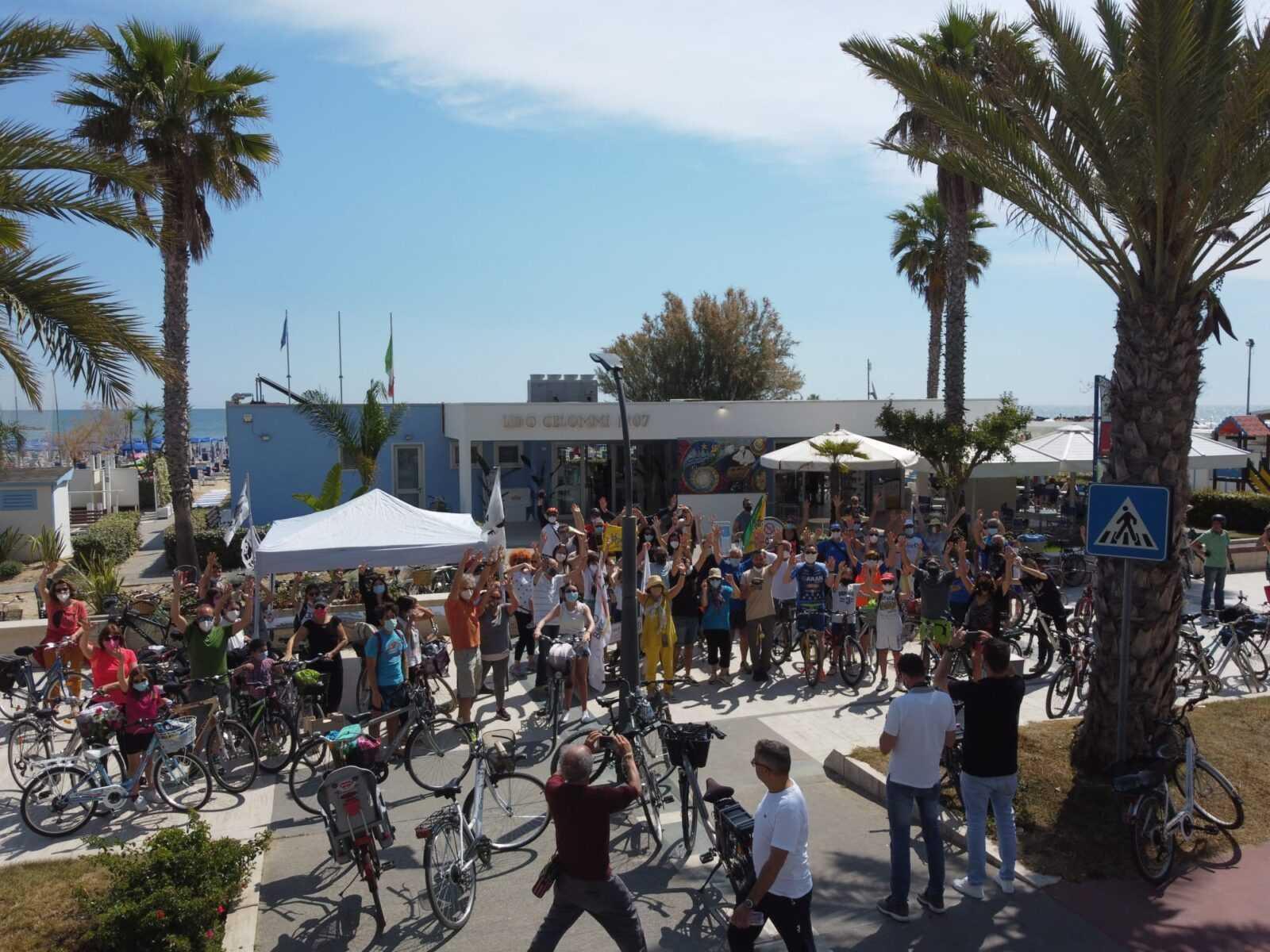 video-e-foto-|-successo-per-la-tappa-roseto-pineto-della-x-biciclettata-adriatica