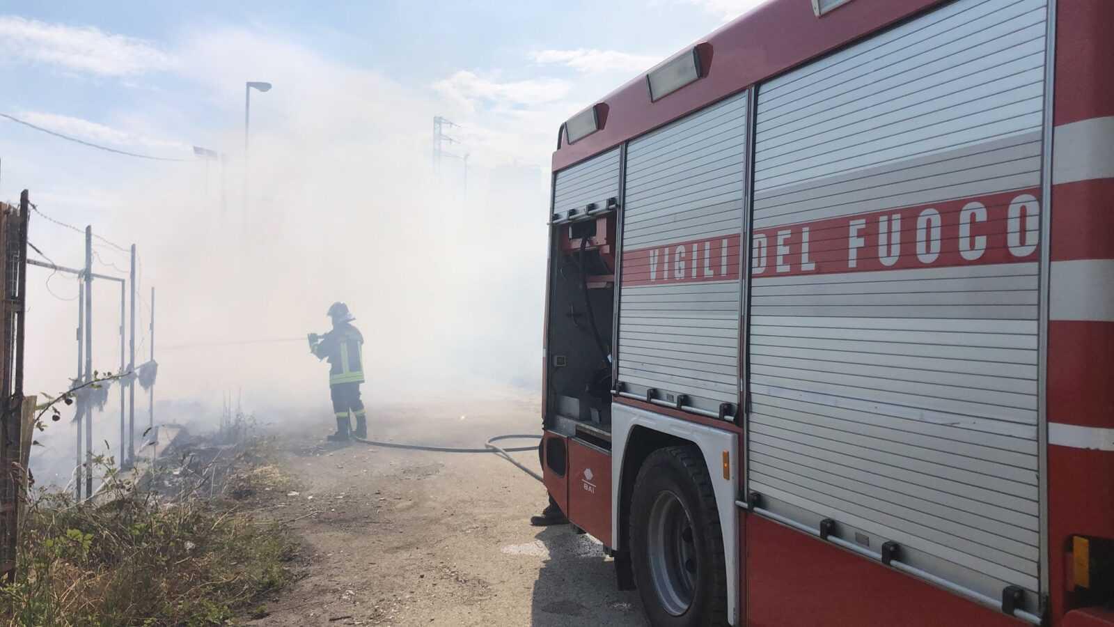 incendio-zona-industriale-di-colleranesco,-firmata-l'ordinanza-che-dispone-il-divieto-di-raccolta-e-consumo-di-prodotti-agricoli-nell'area-circostante
