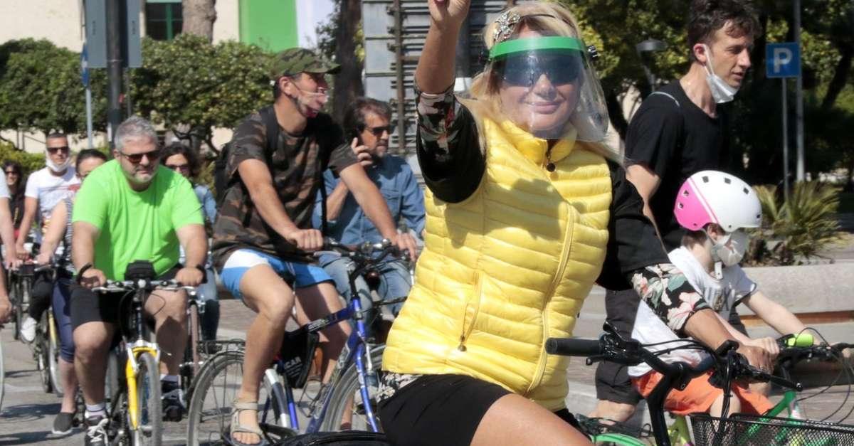 tutti-in-bicicletta-sul-lungofiume