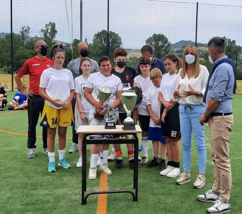calcio-di-inizio-del-torneo-sport-e-legalita-organizzato-dall'amministrazione-comunale-di-cermignano