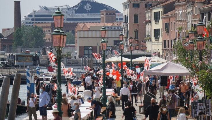 a-venezia-tornano-le-grandi-navi-e-le-proteste