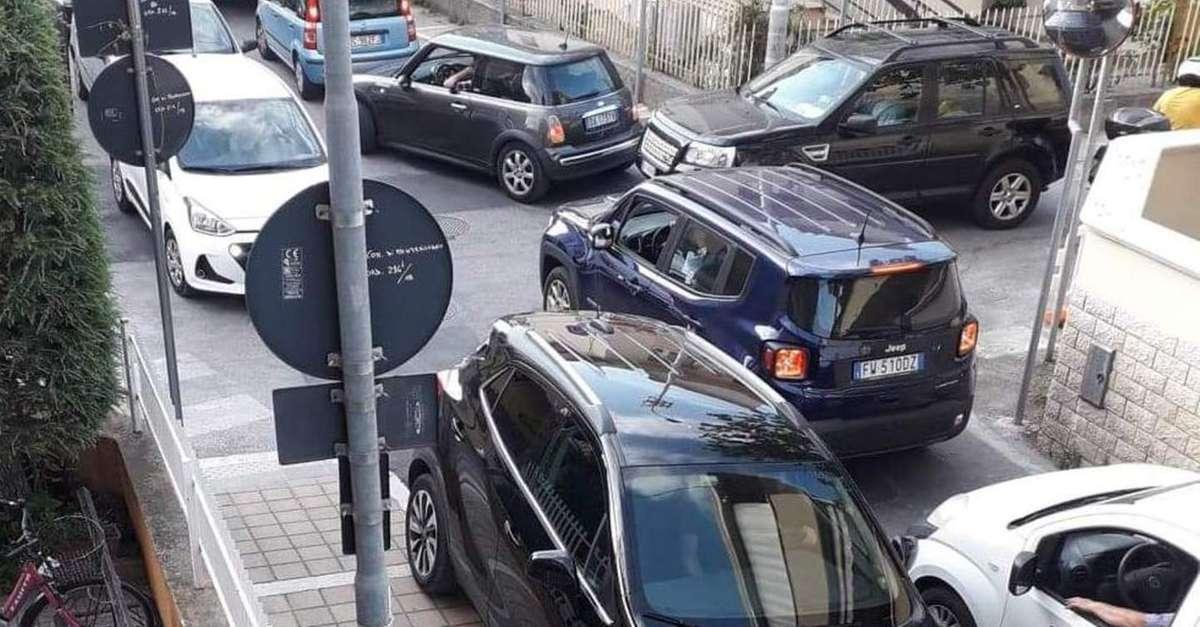 traffico-nel-caos-in-cittaper-il-lungomare-chiuso
