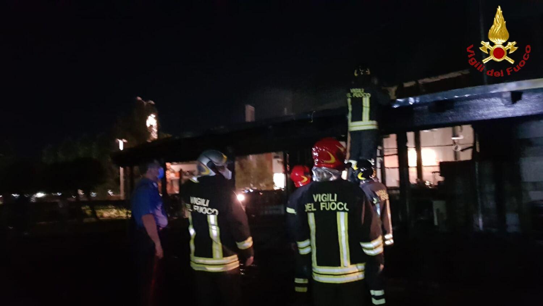 pescara:-incendio-devasta-bar-ristorante-poesia,-cinque-squadre-vigili-del-fuoco-in-azione