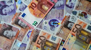 commissioni-di-giacenza,-limite-a-1000-euro-e-stop-ai-prelievi:-rotta-sul-cashless