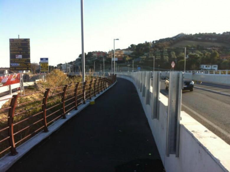 martinsicuro,-15enne-minaccia-di-buttarsi-dal-ponte-sul-tronto:-bloccata-dai-carabinieri