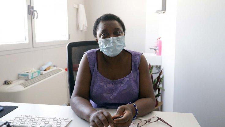 la-kyenge-diventa-medico-di-base,-ed-e-subito-polemica