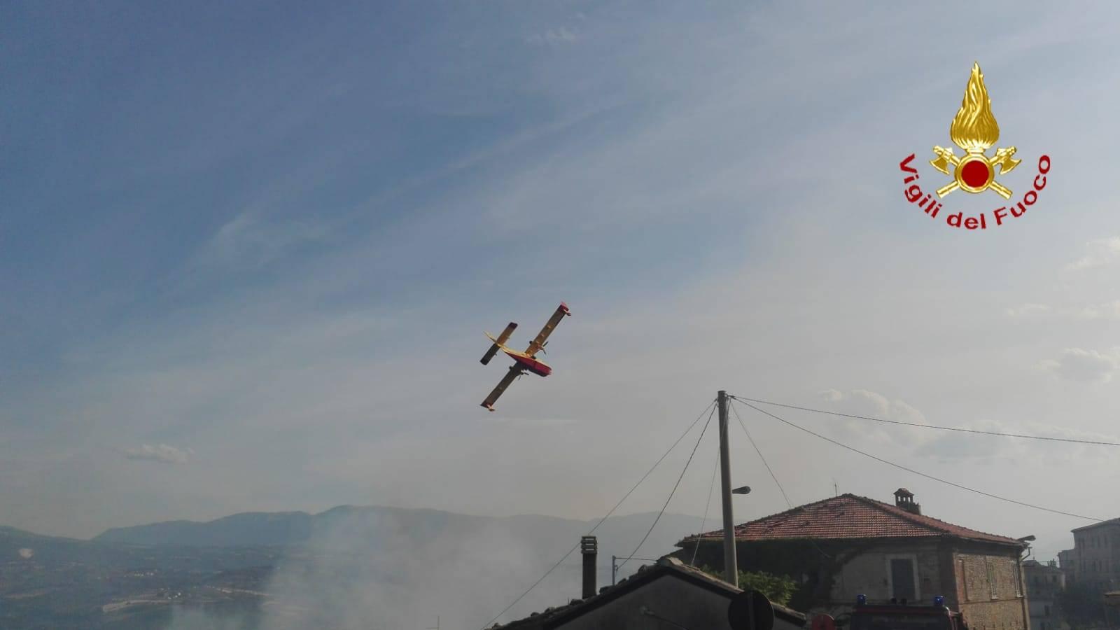 vasto-incendio-a-rosciano,-evacuate-case
