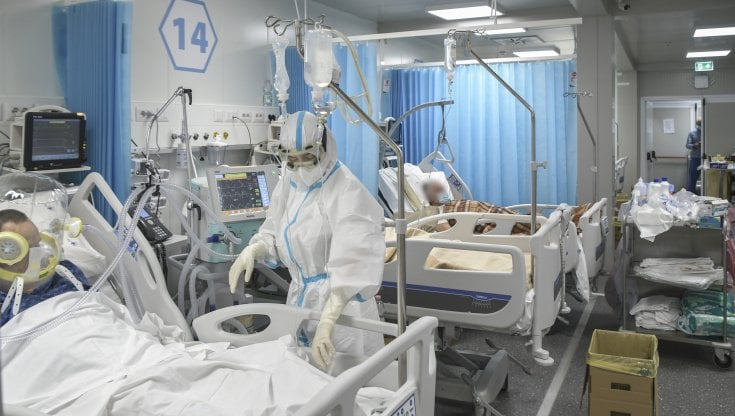 coronavirus-italia,-il-bollettino-di-oggi-20-luglio:-3558-i-nuovi-casi-e-10-decessi-tasso-di-positivita-scende-all'1,6%.-governo-valuta-stato-d'emergenza-fino-a-dicembre
