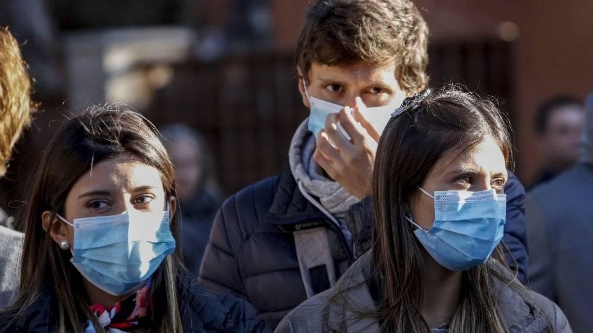 covid-francia,-impennata-di-casi-in-una-settimana:-solo-ieri-18mila-nuovi-contagi