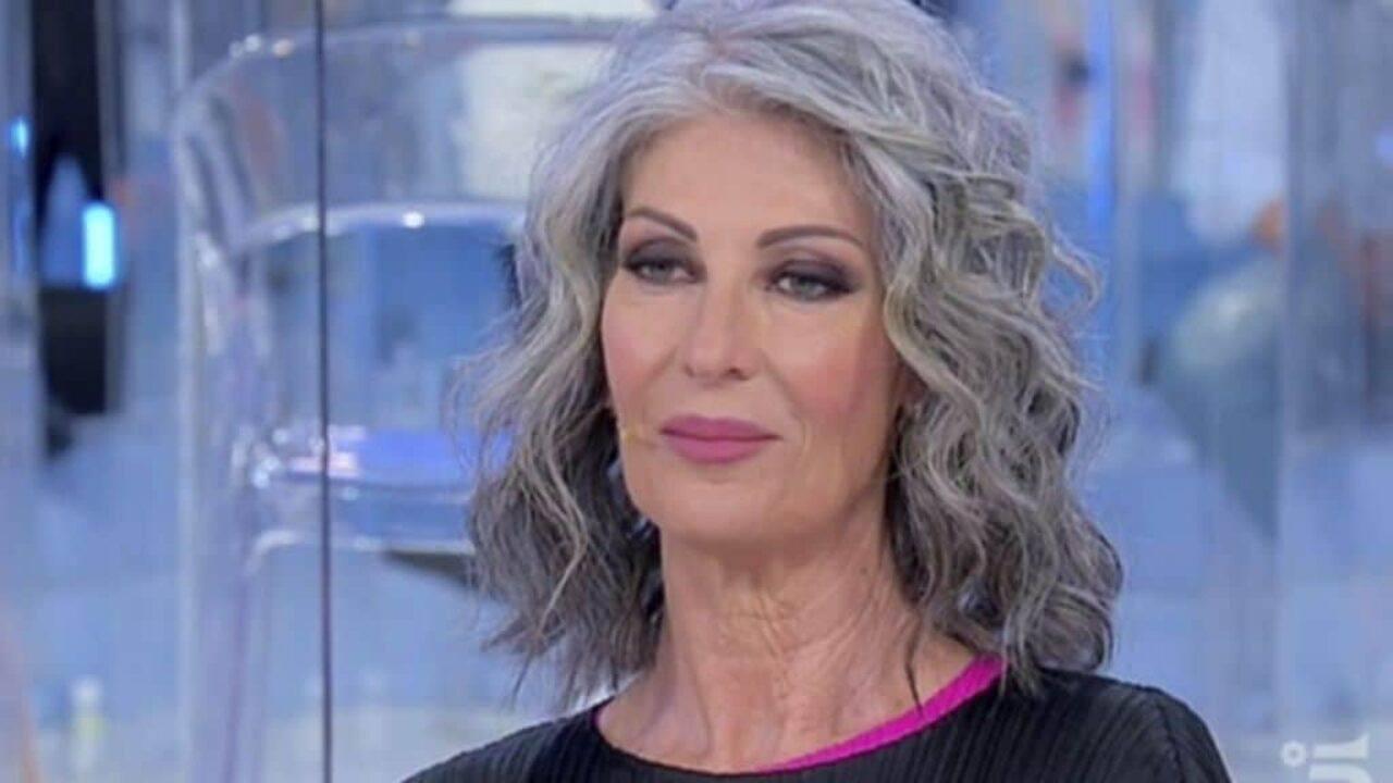 uomini-e-donne-trono-over,-isabella-ricci-cambia-look:-capelli-lisci-e-neri,-eccola-con-la-frangia