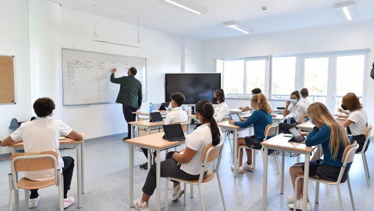 """scuola,-il-ministero-ai-presidi:-""""a-settembre-riapriamo-in-presenza"""".-maturita-2021:-crescono-gli-studenti-che-ottengono-100-e-la-lode"""