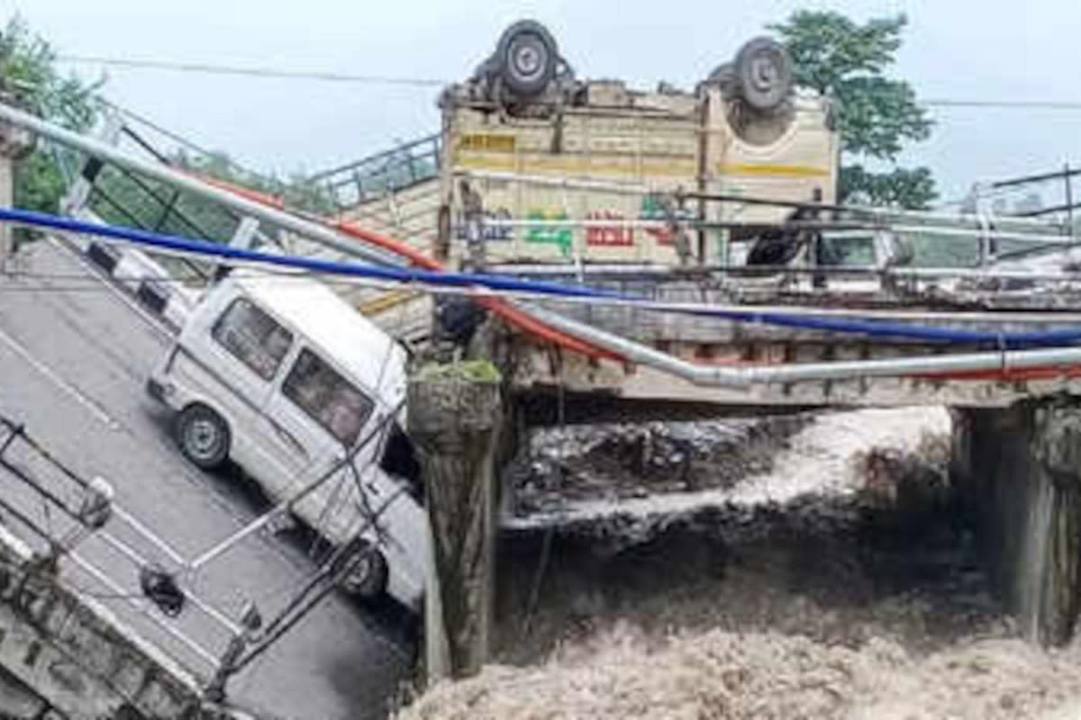 cedimento-cavalcavia-autostradale-in-india,-mezzi-bloccati