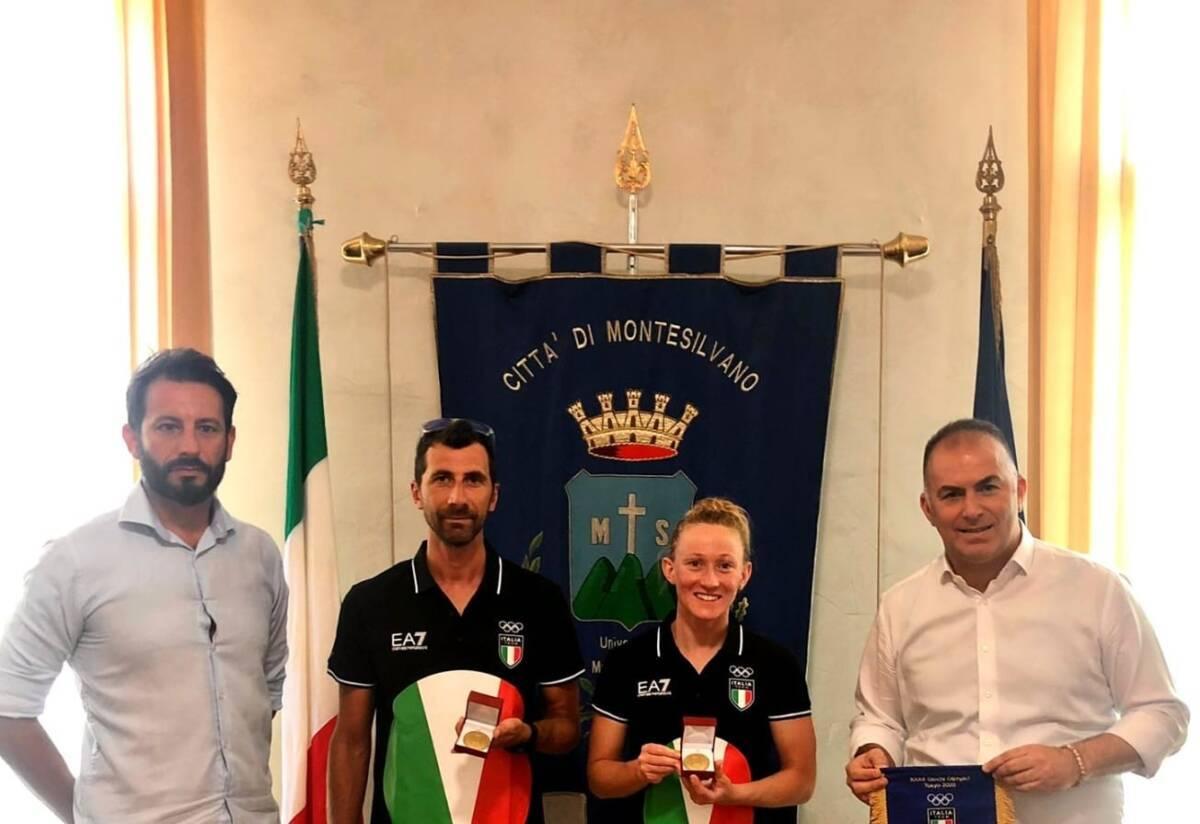 montesilvano,-l'atleta-olimpica-steinhauser-riceve-la-medaglia-d'oro-dal-sindaco-de-martinis