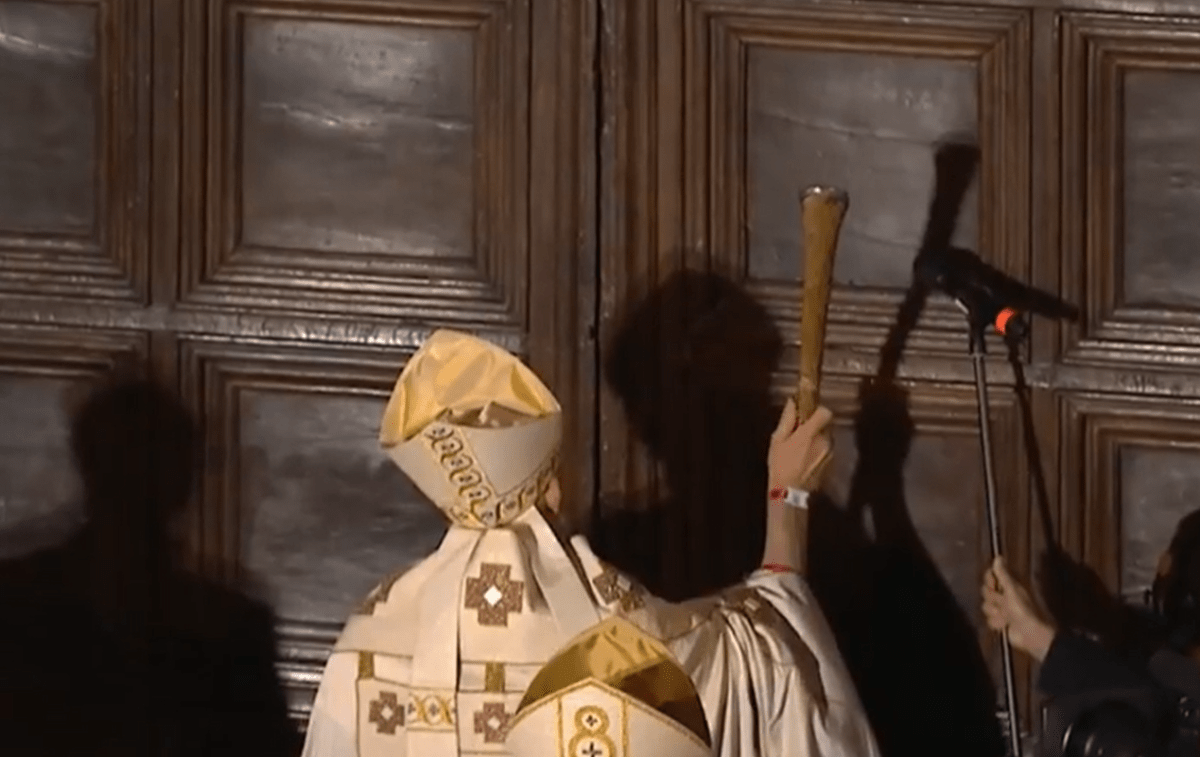 perdonanza-2021,-oggi-apertura-porta-santa,-si-rinnova-rito-nel-segno-di-celestino-v