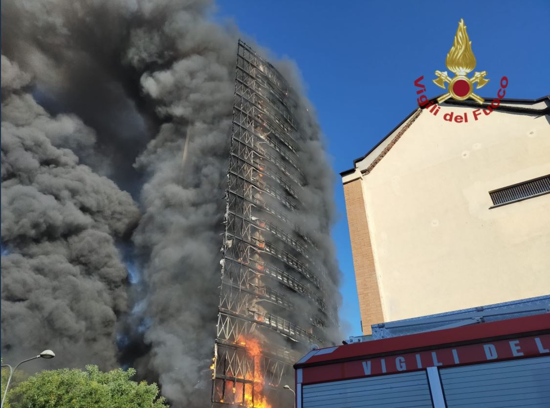 milano,-in-fiamme-palazzo-di-15-piani