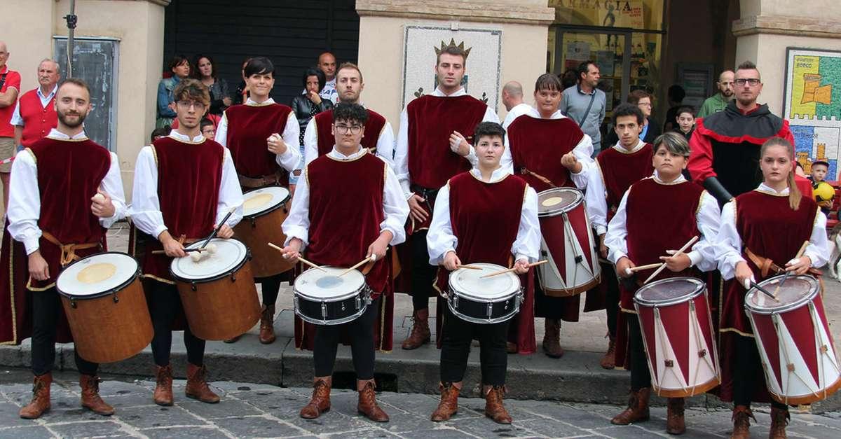 tamburi-e-musiche-medievali,apre-la-festa-del-mastrogiurato