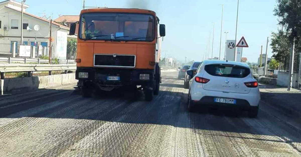 addio-buche,-nuovo-asfalto-sulla-strada-per-il-casello-a14