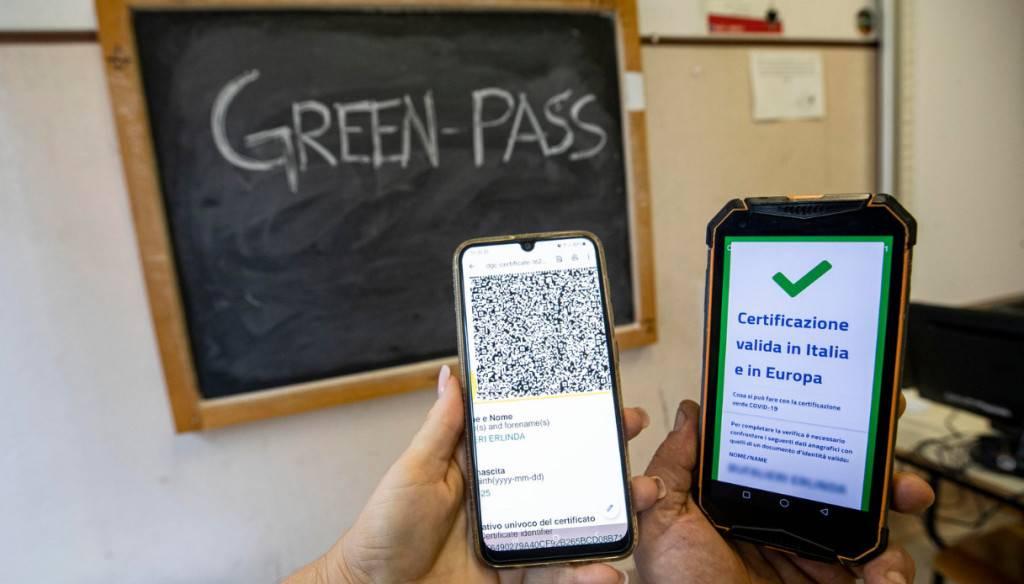 """covid,-green-pass-a-scuola-ma-senza-super-app:-si-parte-con-controlli-""""manuali"""""""