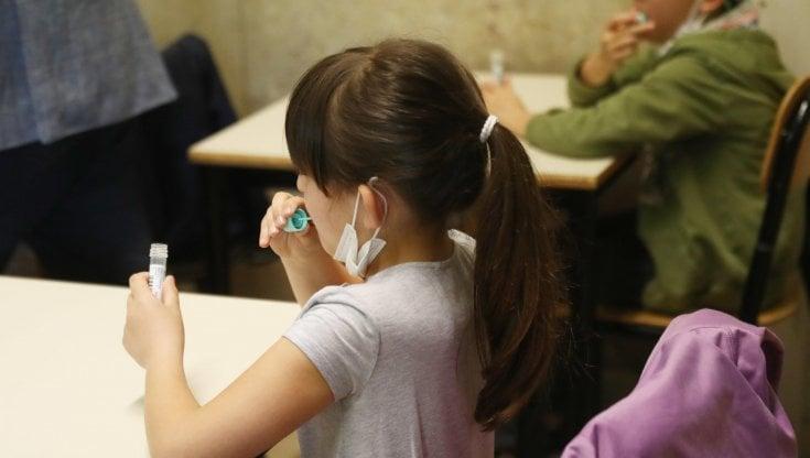 primo-giorno-di-scuola,-via-ai-test-salivari-per-non-tornare-in-dad.-e-giorgetti-apre-sul-green-pass