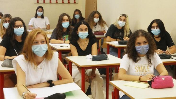 tutta-la-classe-o-solo-il-contagiato.-a-scuola-la-babele-delle-quarantene