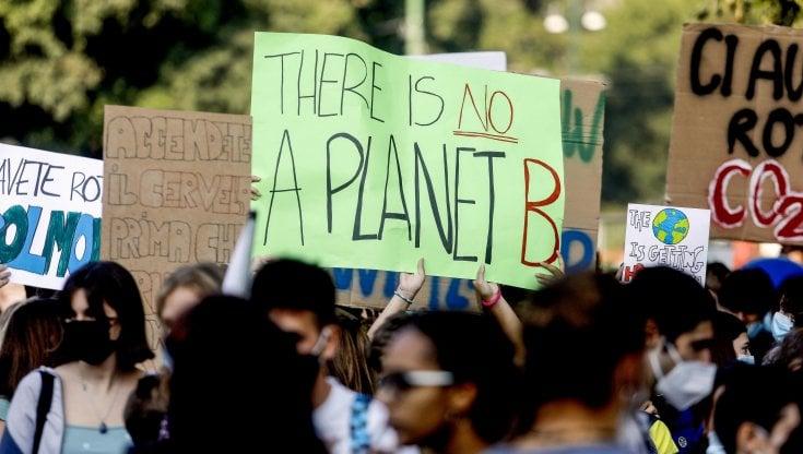 """i-giovani-di-""""fridays-for-future""""-tornano-in-piazza-per-difendere-il-pianeta"""