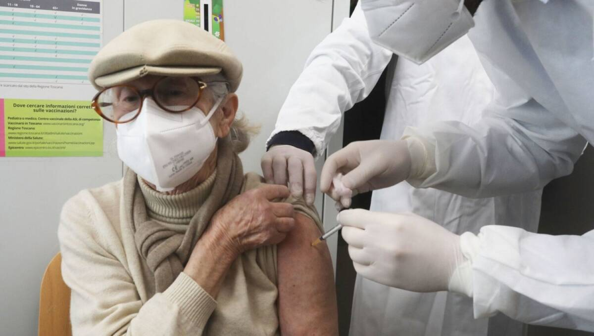 vaccini-covid,-cts:-ok-a-terza-dose-per-over-80,-ospiti-rsa-e-operatori-sanitari-a-rischio