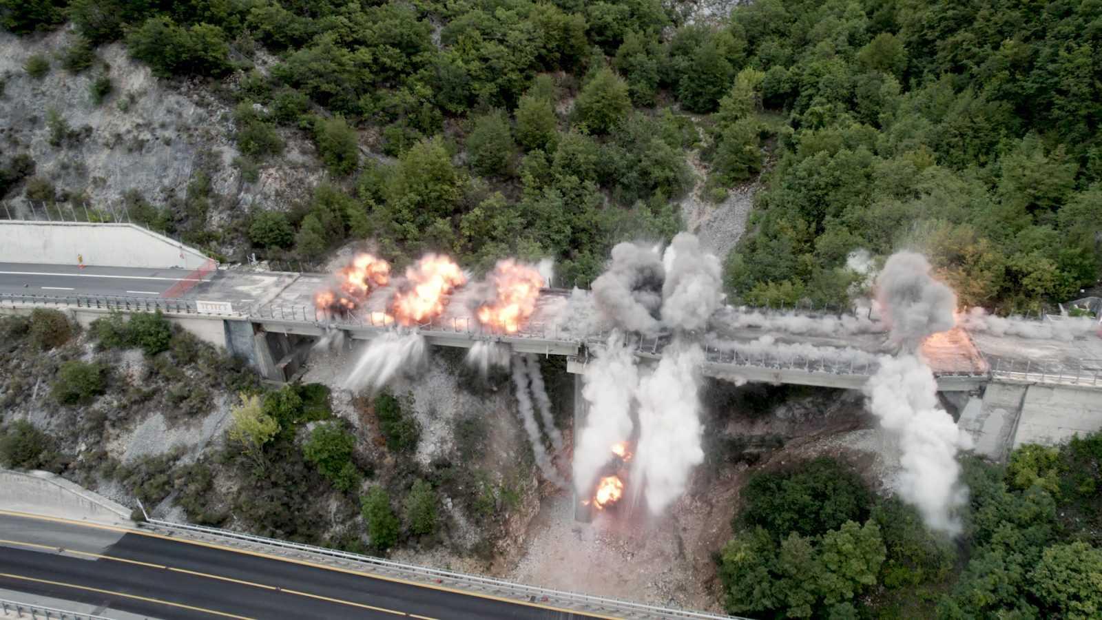 a24:-demolizione-controllata-del-viadotto-cerqueta