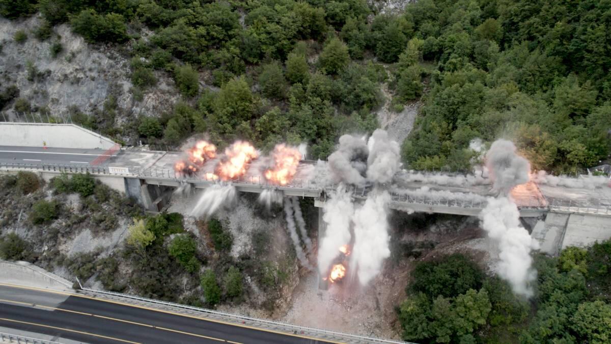 a24,-terza-esplosione-tratta-tornimparte-l'aquila:-demolito-viadotto-cerqueta
