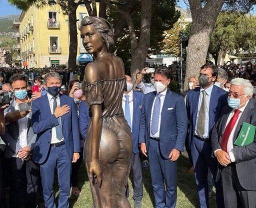 polemiche-sulla-nuova-statua-(formosa)-della-spigolatrice-di-sapri
