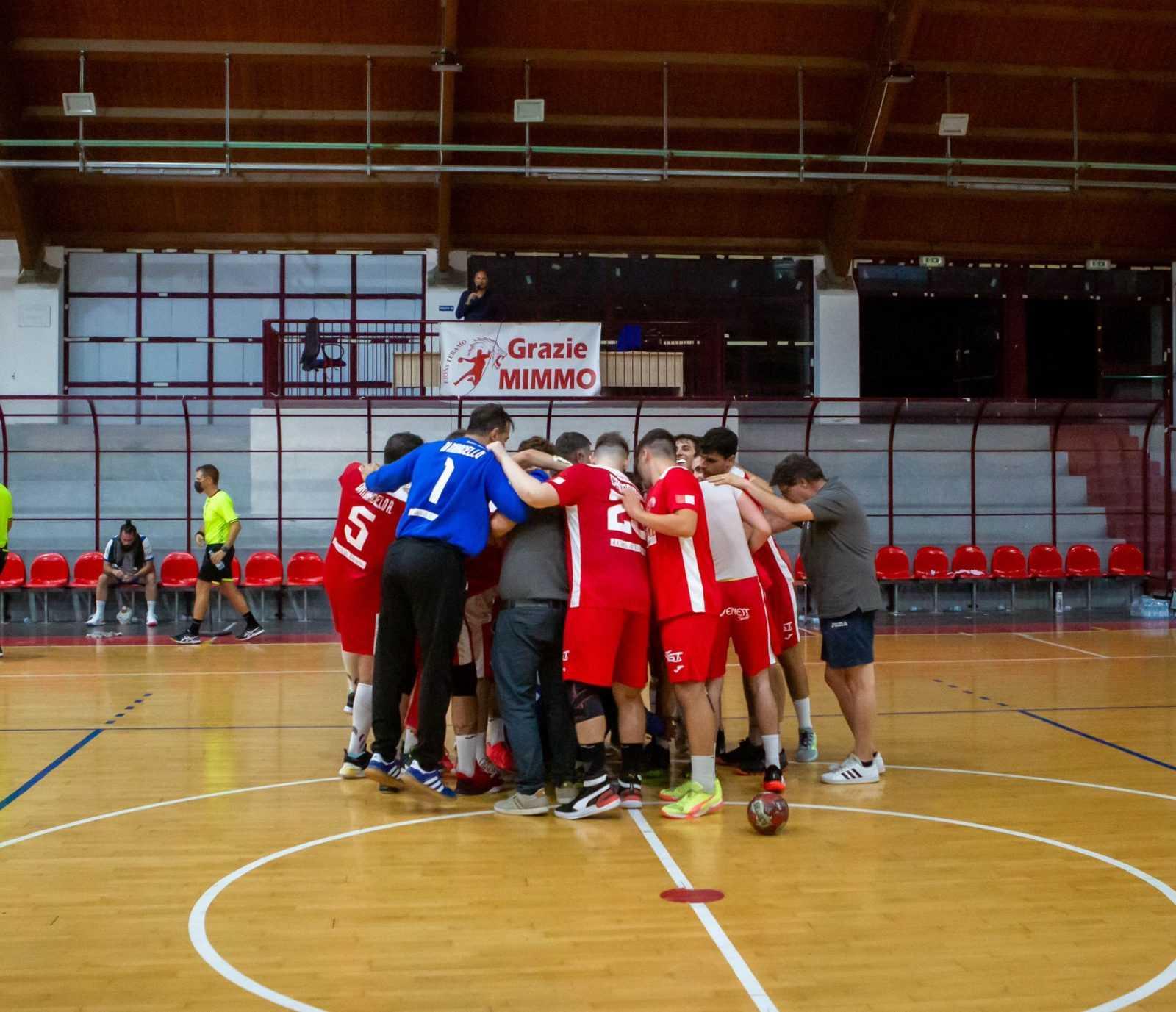 handball-a2/m,-primi-punti-per-i-lions-che-vincono-al-terzo-tentativo-ed-abbattono-chiaravalle-(30-15)